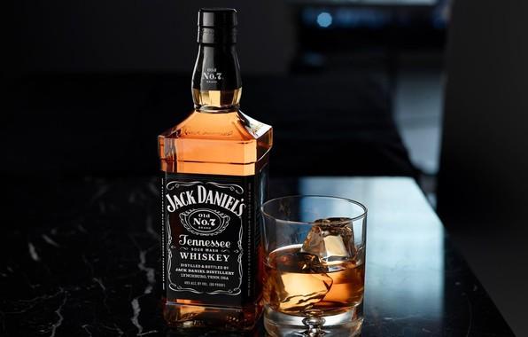 Picture glass, bottle, ice, whiskey, box, bottle, jack daniels