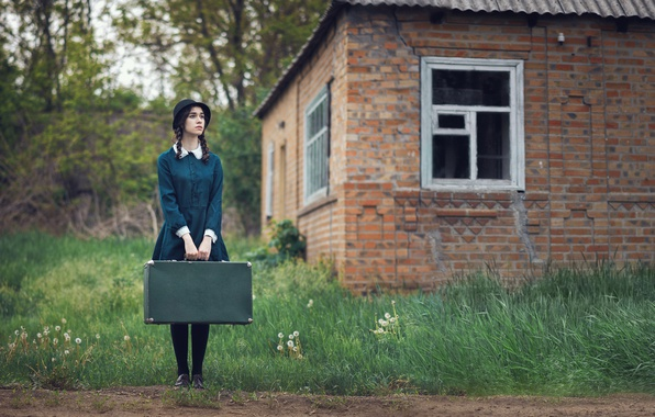 Picture girl, house, dress, braids, suitcase, hat