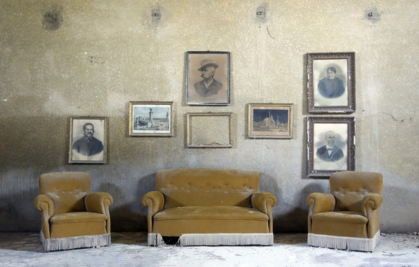 Picture sofa, chairs, Family portrait