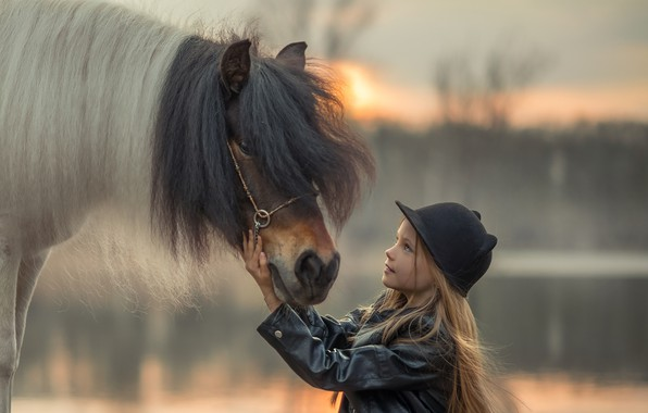 Picture hat, horse, girl