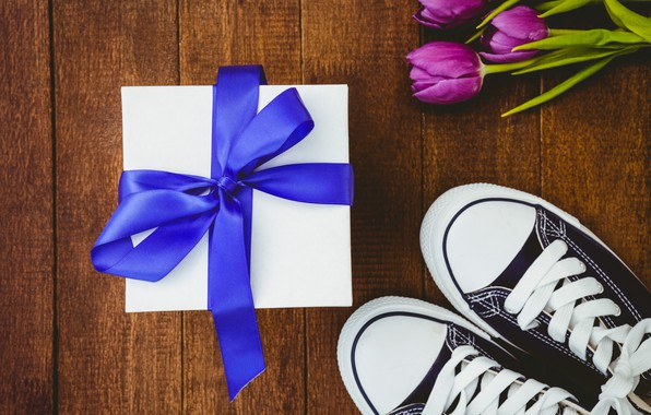 Photo wallpaper flowers, gift, sneakers, bouquet, tape, tulips, wood, flowers, tulips, gift, purple, sneakers