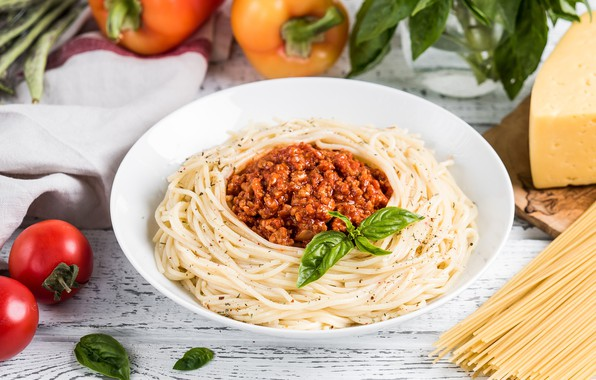 Picture greens, tomatoes, spaghetti, sauce, pasta, Bolognese