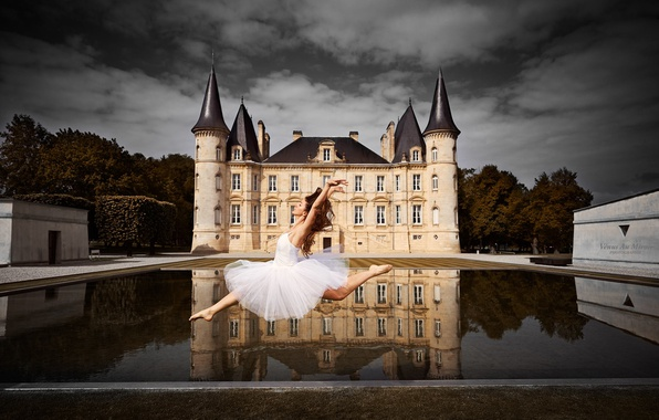 Picture water, girl, reflection, castle, mood, France, dance, ballerina, France, Bordeaux, Bordeaux, Chateau Mouton Rothschild, Melissa ...