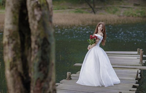 Picture girl, bridge, roses