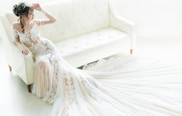 Picture pose, style, sofa, Asian, the bride, wedding dress