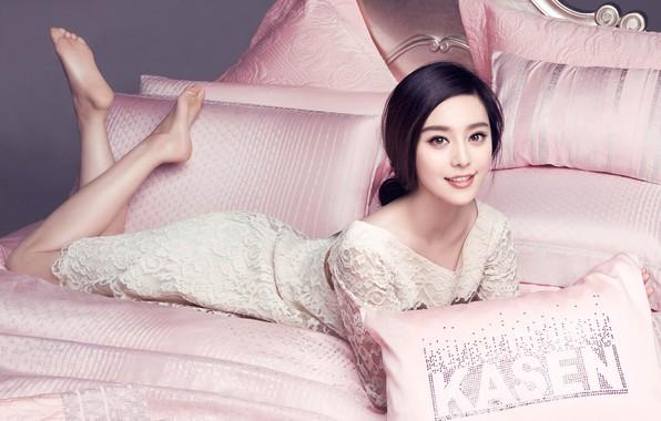 Picture girl, bed, dress, Fan Bingbing