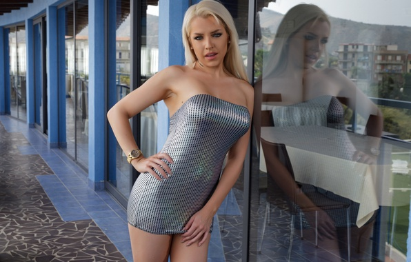 Picture glass, sexy, pose, reflection, model, makeup, figure, dress, hairstyle, blonde, Yasmin
