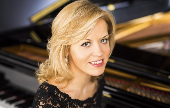 Picture smile, blonde, beauty, brown-eyed, pianist, Steinway & Sons, Olga Kern, Olga Kern, white teeth