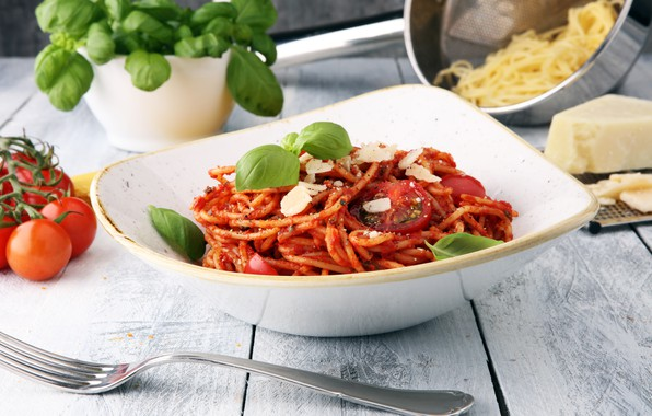 Picture greens, cheese, spaghetti, sauce, tomatoes, Parmesan, Basil
