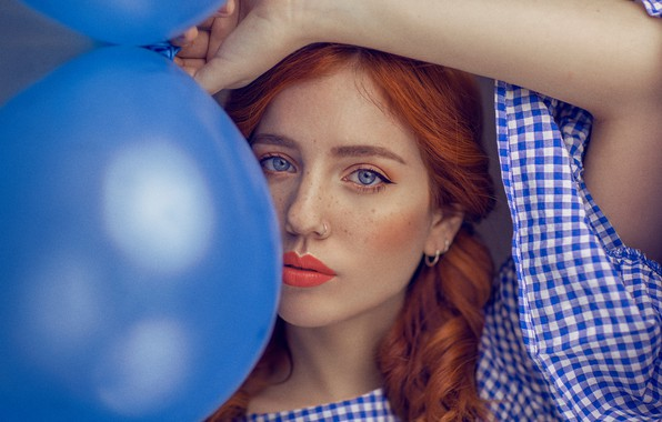 Picture look, girl, balls, face, balloons, mood, hand, portrait, lipstick, freckles, red, sponge, redhead