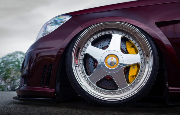 Picture wheel, nose, Mercedes - Benz, W212, yellow 6-pot Brembo calipers, 20-inch OZ Racing Futura wheels