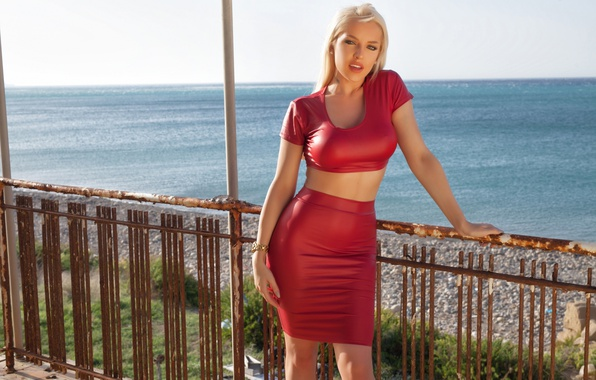 Picture sea, the sun, sexy, model, skirt, figure, hairstyle, blonde, beauty, t-shirt, in red, Yasmin