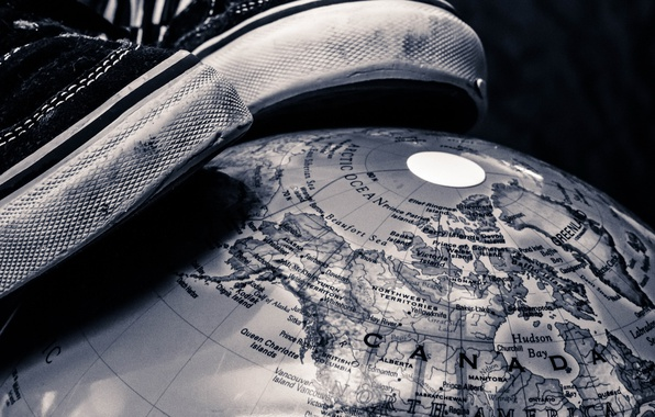 Picture earth, globe, the world at my feet