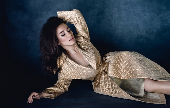 Picture pose, singer, Victoria Dayneko