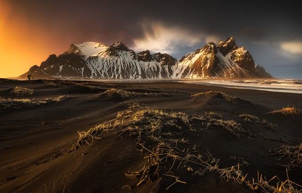 Picture beach, mountains, people, photographer, Iceland