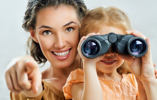 Picture the game, binoculars, Mom, Daughter