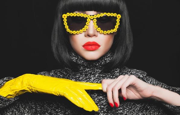 Picture fashion, model, brunette, yellow eyeglasses, Yellow glove