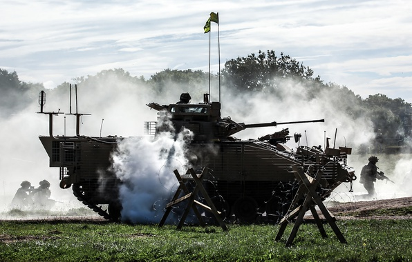 Picture soldiers, war machine, infantry, maneuvers