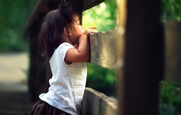 Picture the fence, girl, bokeh