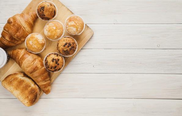 Picture cakes, cupcakes, croissants