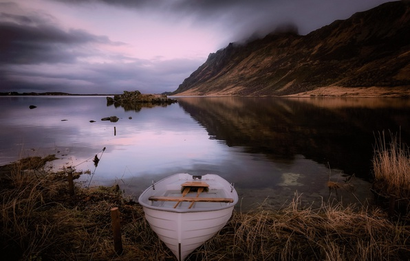 Picture fog, lake, boat