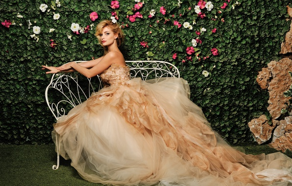 Picture dress, singer, Tatyana Kotova