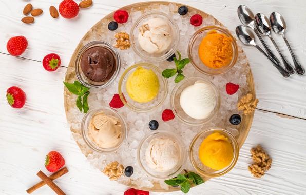 Picture ice, raspberry, strawberry, ice cream, cinnamon, mint, almonds, cuts