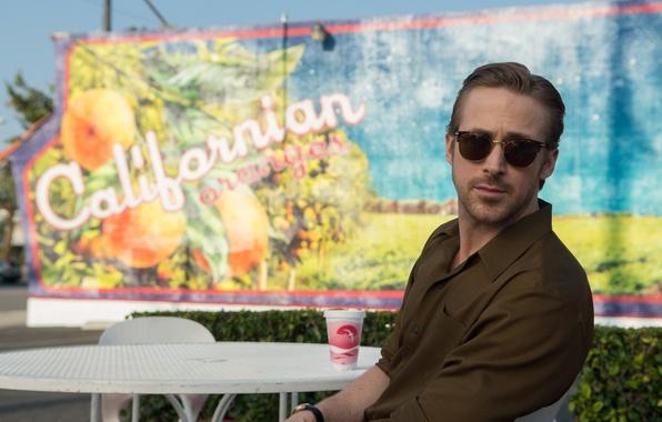 Photo wallpaper frame, glasses, shirt, Cup, romance, table, Ryan Gosling, Ryan Gosling, the musical, La-La Land, The ...