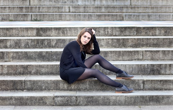 Picture girl, steps, legs, Weekly Imogen