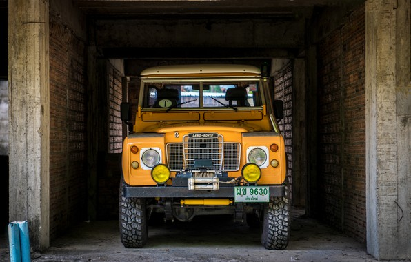 Picture Machine, Land Rover, Wall, Parking, Yellow