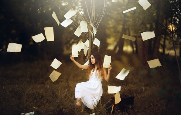 Picture girl, tree, clothespins, page