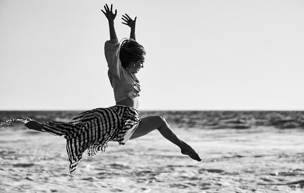 Picture sea, water, the sun, squirt, jump, skirt, actress, blouse, black and white, twine, photoshoot, 2016, …
