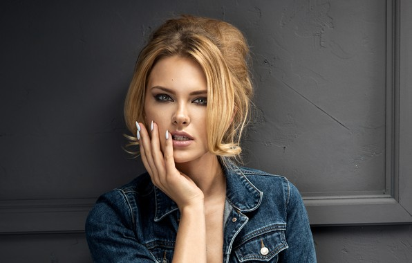 Picture look, face, pose, hand, portrait, makeup, hairstyle, blonde, beauty, manicure, dzhinsovka