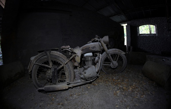 Picture motorcycle, scrap, the basement