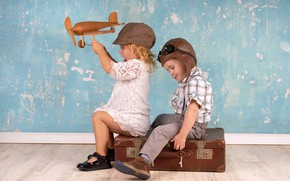 Wallpaper friends, friends, suitcase, boy, pearls, cap, plane, children, girl, boy, cap, toy, girl, suitcase, helmet, ...