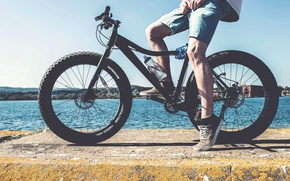 Picture forest, summer, bike, lake, feet, sneakers, cyclist, guy, bicycle, wheel, fat-bike, Surly, fatbike, fat, fatback, …
