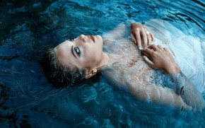 Picture girl, sponge, in the water, Alessandro Di Cicco, Cold Lake
