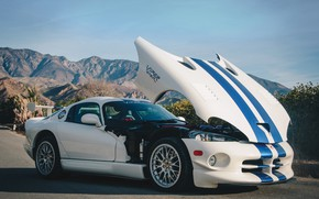 Picture machine, the hood, white, Dodge Viper GT2