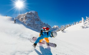 Picture winter, the sky, the sun, rays, snow, trees, mountains, rocks, snowboard, sport, speed, slope, costume, ...