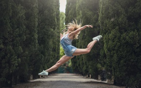 Picture girl, jump, shorts, alley, Marion Limerat