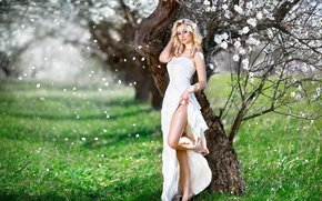 Picture girl, bouquet, spring, petals, dress, hairstyle, leg, flowering