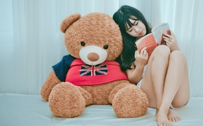 Picture girl, bear, book