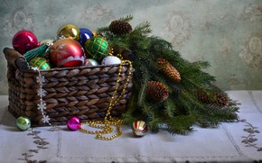 Picture basket, toys, tree