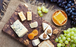 Picture cheese, grapes, nuts, honey, crackers, Dor blue, Camembert