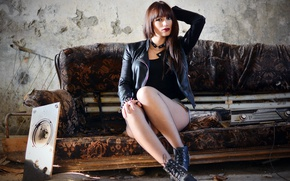 Picture girl, sofa, Jolanda