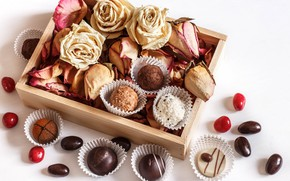 Wallpaper box, roses, chocolates