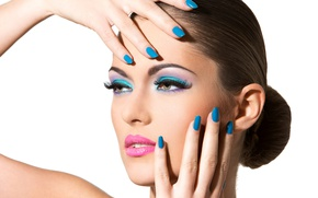Picture brunette, nails, make up