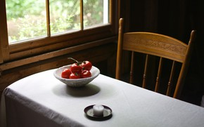 Picture table, window, tomatoes