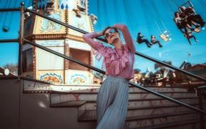 Picture pose, style, carousel, Andreas-Joachim Lins, model, skirt, glasses, blouse, Svea-Jill Czech, attraction