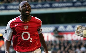 Picture Arsenal, nike, Gunner, Patrick Vieira, flying lunch
